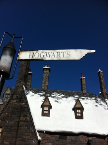 Street sign pointing to Hogwarts School